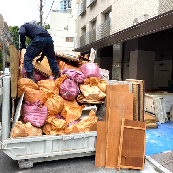 解体現場ゴミ引き上げ